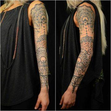 Tatouage bras femme : 50+ idées de tatouages et leur signification 372