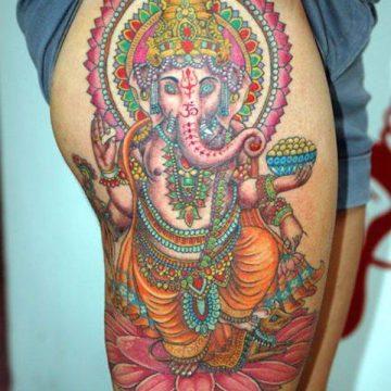 Tatouage cuisse femme : 30+ idées de tatouages et leurs significations 192