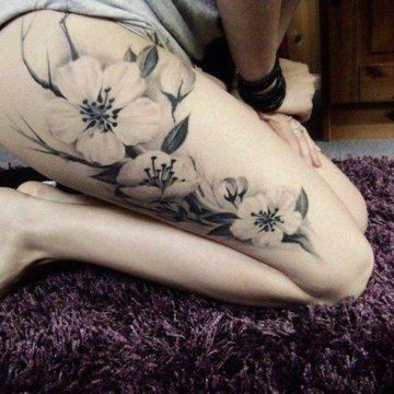 Tatouage cuisse femme : 30+ idées de tatouages et leurs significations 202