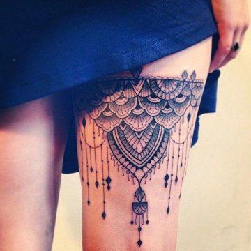 Tatouage cuisse femme : 30+ idées de tatouages et leurs significations 203
