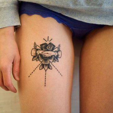 Tatouage cuisse femme : 30+ idées de tatouages et leurs significations 207