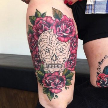 Tatouage cuisse femme : 30+ idées de tatouages et leurs significations 214