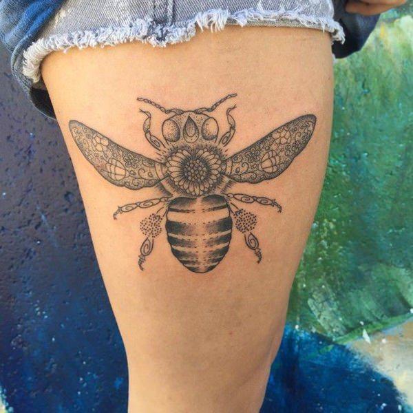 Tatouage cuisse femme : 30+ idées de tatouages et leurs significations 28