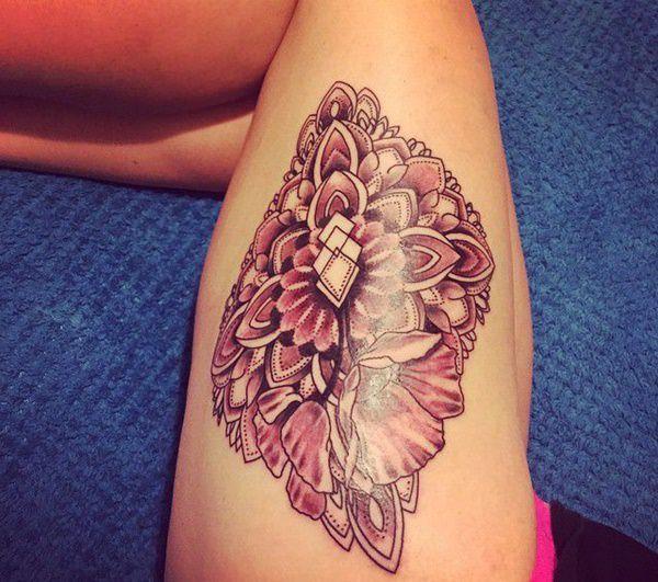 Tatouage cuisse femme : 30+ idées de tatouages et leurs significations 33
