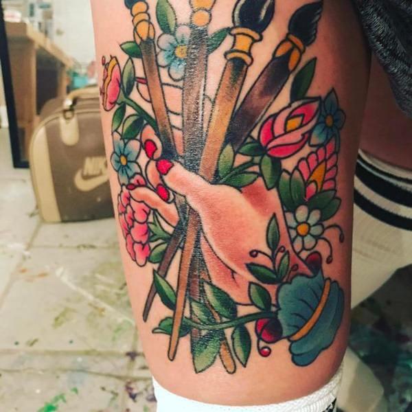 Tatouage cuisse femme : 30+ idées de tatouages et leurs significations 37