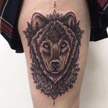 Tatouage cuisse femme : 30+ idées de tatouages et leurs significations 43