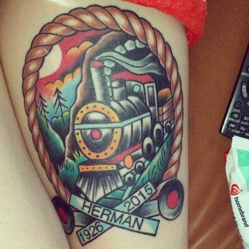 Tatouage cuisse femme : 30+ idées de tatouages et leurs significations 233