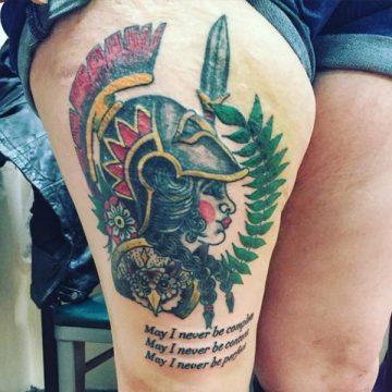 Tatouage cuisse femme : 30+ idées de tatouages et leurs significations 46