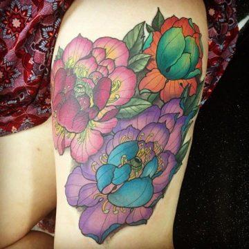 Tatouage cuisse femme : 30+ idées de tatouages et leurs significations 55