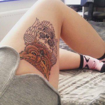 Tatouage cuisse femme : 30+ idées de tatouages et leurs significations 58
