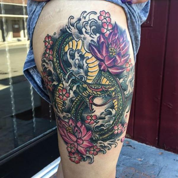 Tatouage cuisse femme : 30+ idées de tatouages et leurs significations 65