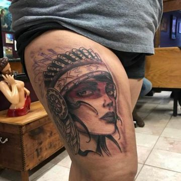 Tatouage cuisse femme : 30+ idées de tatouages et leurs significations 260