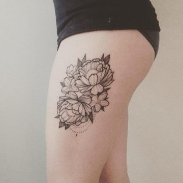 Tatouage cuisse femme : 30+ idées de tatouages et leurs significations 72
