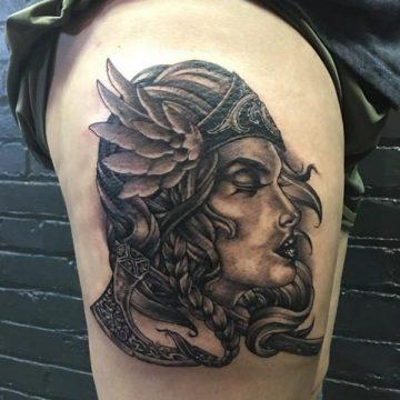 Tatouage cuisse femme : 30+ idées de tatouages et leurs significations 262