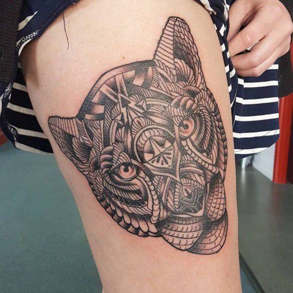 Tatouage cuisse femme : 30+ idées de tatouages et leurs significations 77