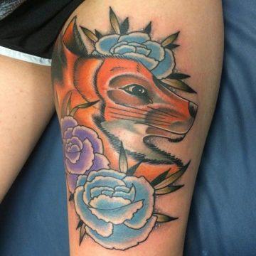 Tatouage cuisse femme : 30+ idées de tatouages et leurs significations 79