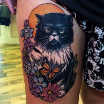 Tatouage cuisse femme : 30+ idées de tatouages et leurs significations 82