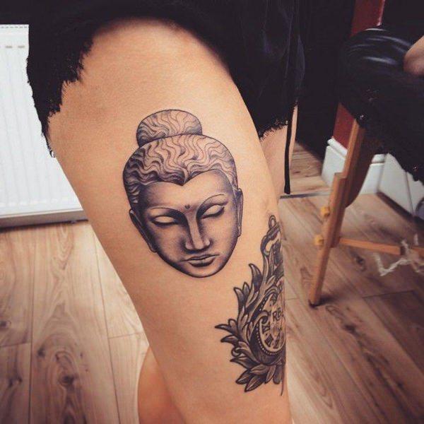 Tatouage cuisse femme : 30+ idées de tatouages et leurs significations 84