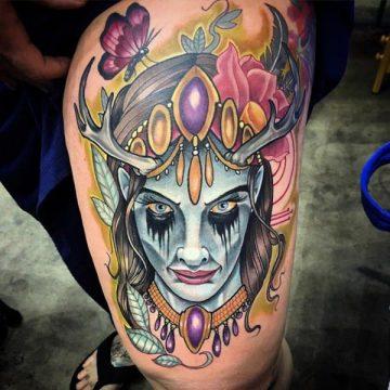 Tatouage cuisse femme : 30+ idées de tatouages et leurs significations 89