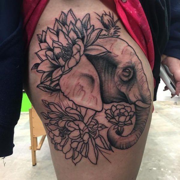 Tatouage cuisse femme : 30+ idées de tatouages et leurs significations 101