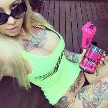 Tatouage cuisse femme : 30+ idées de tatouages et leurs significations 311