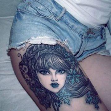 Tatouage cuisse femme : 30+ idées de tatouages et leurs significations 314