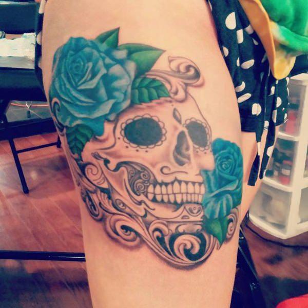 Tatouage cuisse femme : 30+ idées de tatouages et leurs significations 138