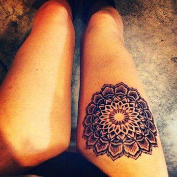Tatouage cuisse femme : 30+ idées de tatouages et leurs significations 141