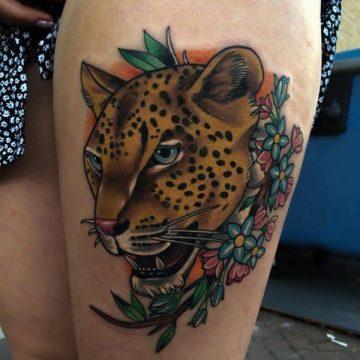 Tatouage cuisse femme : 30+ idées de tatouages et leurs significations 159