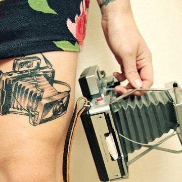 Tatouage cuisse femme : 30+ idées de tatouages et leurs significations 359
