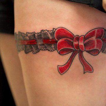 Tatouage cuisse femme : 30+ idées de tatouages et leurs significations 360