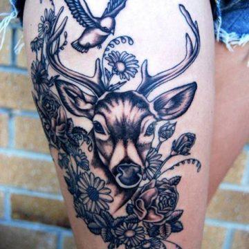 Tatouage cuisse femme : 30+ idées de tatouages et leurs significations 367