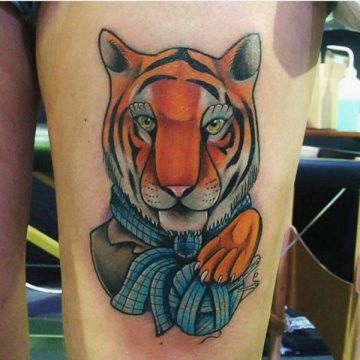 Tatouage cuisse femme : 30+ idées de tatouages et leurs significations 179
