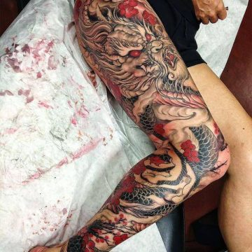 Tatouage cuisse femme : 30+ idées de tatouages et leurs significations 373