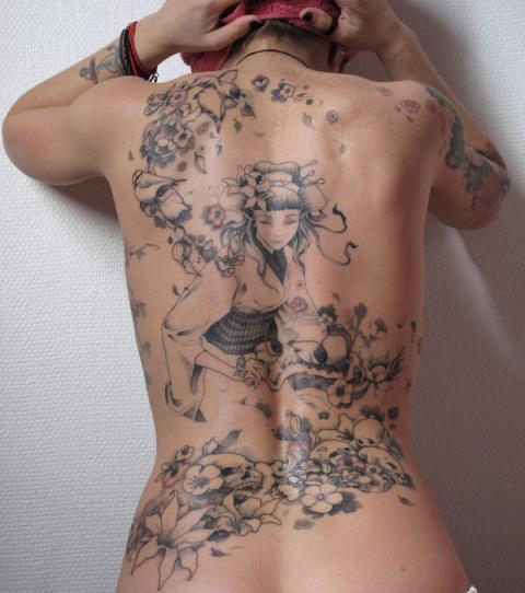 Tatouage dos femme : 50+ idées de tatouages et leurs significations 120