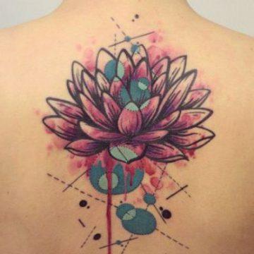 Tatouage dos femme : 50+ idées de tatouages et leurs significations 122