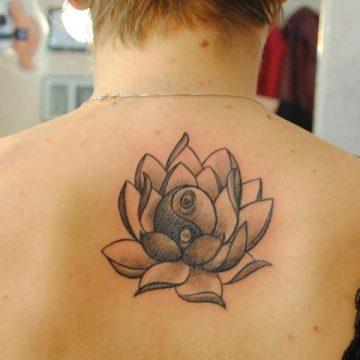 Tatouage dos femme : 50+ idées de tatouages et leurs significations 121