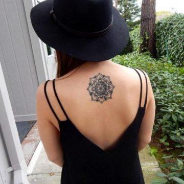Tatouage dos femme : 50+ idées de tatouages et leurs significations 13