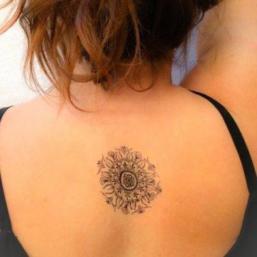 Tatouage dos femme : 50+ idées de tatouages et leurs significations 128