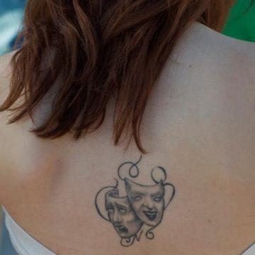 Tatouage dos femme : 50+ idées de tatouages et leurs significations 14