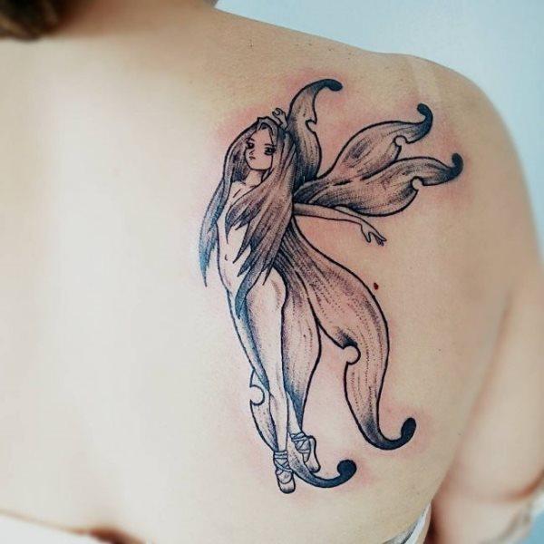 Tatouage épaule femme : 25+ idées de tatouages et leurs significations 41