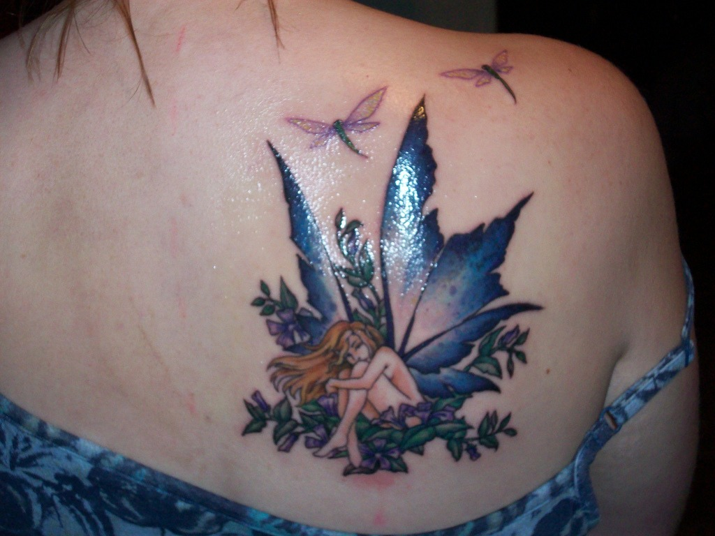 Tatouage épaule femme : 25+ idées de tatouages et leurs significations 42
