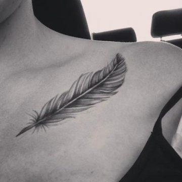 Tatouage épaule femme : 25+ idées de tatouages et leurs significations 74