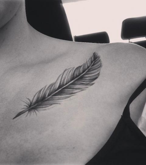 Tatouage épaule femme : 25+ idées de tatouages et leurs significations 3