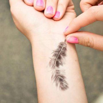 Tatouage épaule femme : 25+ idées de tatouages et leurs significations 80