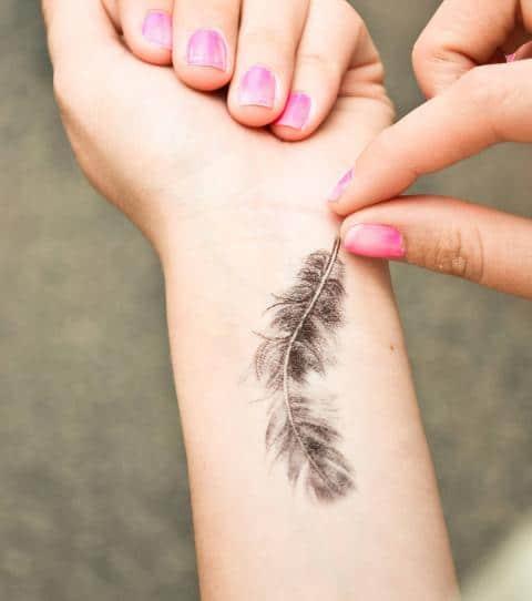 Tatouage épaule femme : 25+ idées de tatouages et leurs significations 9
