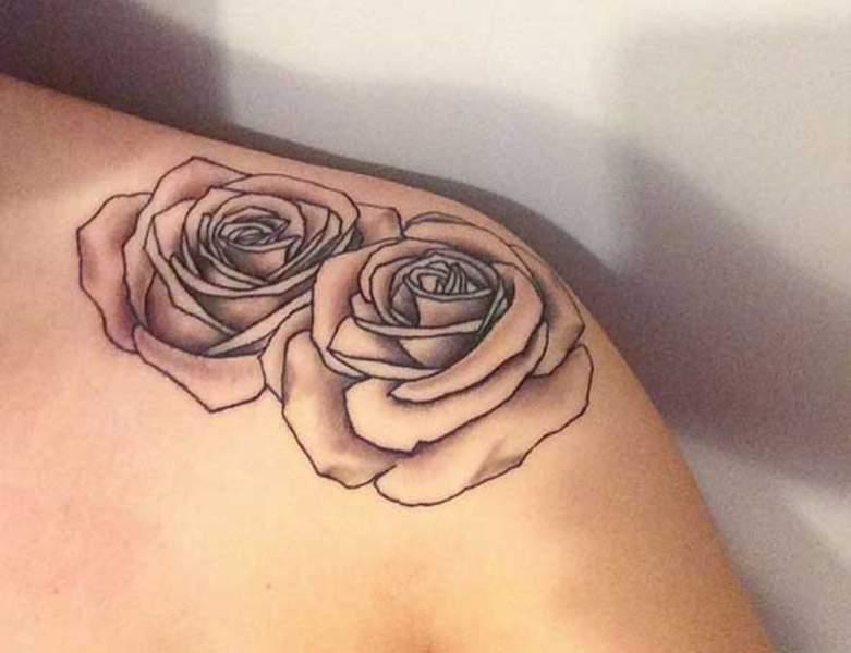 Tatouage épaule femme : 25+ idées de tatouages et leurs significations 35