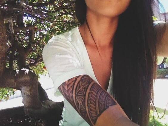 Tatouage Tribal femme : 50+ idées de tatouages et sa signification 17