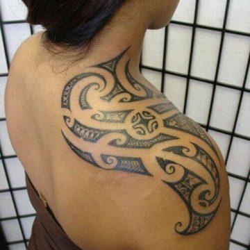 Tatouage Tribal femme : 50+ idées de tatouages et sa signification 85