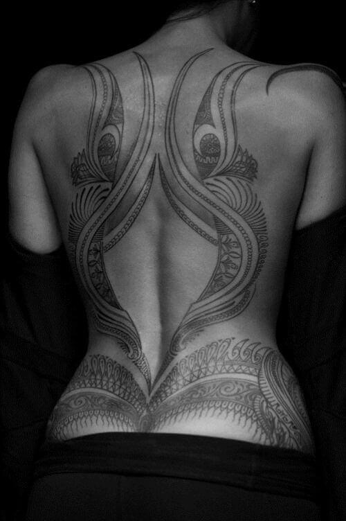 Tatouage Tribal femme : 50+ idées de tatouages et sa signification 45
